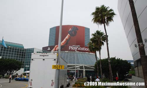 Global recession be damned, the big Babel-esque banners of E3 were back.